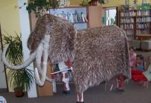 za-mamutem-do-knihovny_02